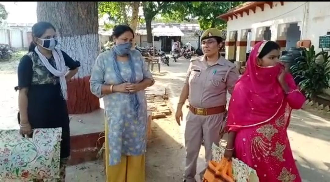 दिव्यांग ने मुनाफे के लिए परिवार के सदस्यों को बना दिया तस्कर, पड़ोस की महिलाओं को भी कर लिया शामिल, 48 किलो गांजा बरामद|आगरा,Agra - Dainik Bhaskar