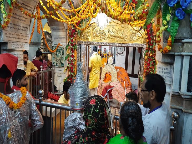 विश्व का अकेला मंदिर जहां श्री हनुमान बैठी मुद्रा में, तस्वीरों में देखते हुए लंगूर मेले की झलकियां|अमृतसर,Amritsar - Dainik Bhaskar