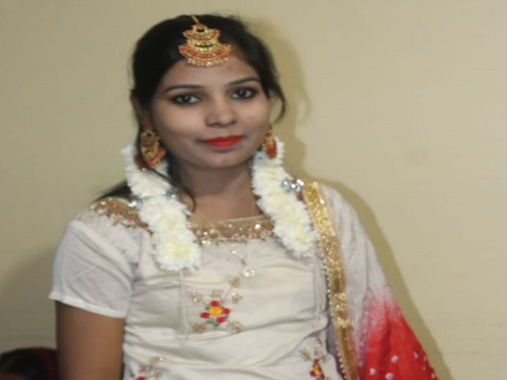 रेशमा नाम की इस युवती ने अपनी जान दे दी।