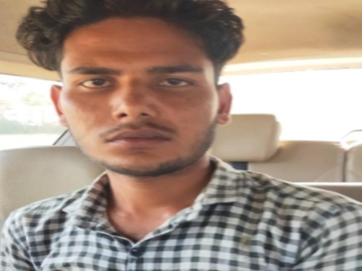 17 साल की किशोरी से किया था रेप, मामला दर्ज होते ही हो गया फरार, एक साल से फरार चल रहे आरोपी को टोडाभीम बस स्टैंड से पकड़ा करौली,Karauli - Dainik Bhaskar