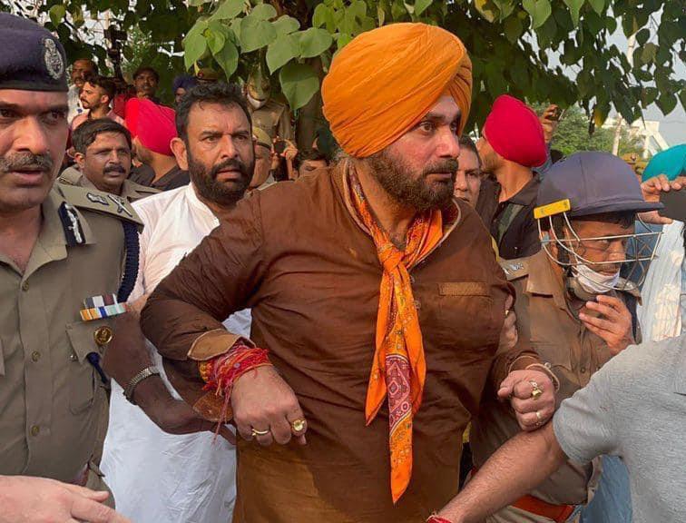 नवजोत सिद्धू समेत पंजाब के मंत्री और विधायक UP पुलिस ने हिरासत में लिए, कांग्रेसियों बॉर्डर पर धरना लगाया|जालंधर,Jalandhar - Dainik Bhaskar