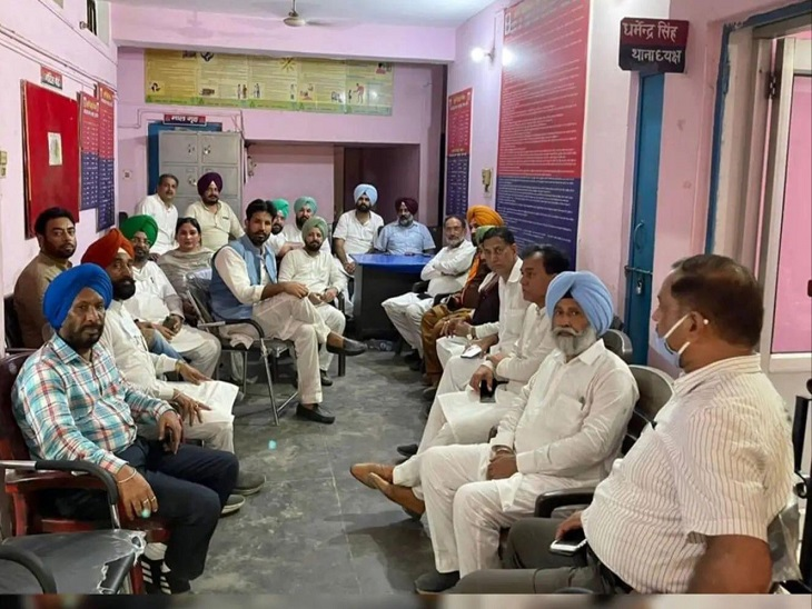 लखीमपुर खीरी जाते काफिले को पुलिस ने UP बॉर्डर पर रोका, सिद्धू समेत पंजाब के 4 मंत्री और विधायक हिरासत में लिए|जालंधर,Jalandhar - Dainik Bhaskar