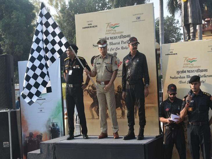लंका स्थित मालवीय प्रतिमा के समक्ष NSG की रैली को झंडी दिखाते पुलिस कमिश्नर ए. सतीश गणेश।