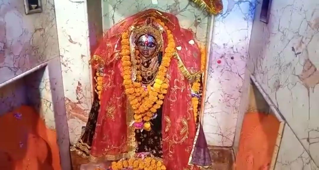 बारादेवी मंदिर में भक्तों ने टेका माथा, एएसआई के सर्वेक्षण के अनुसार 1500 से 1700 साल पुराना है मंदिर|कानपुर,Kanpur - Dainik Bhaskar