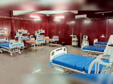200 बेड वाले कोविड हॉस्पिटल में वेंटिलेटर व सभी बेड खाली हैं। - Dainik Bhaskar