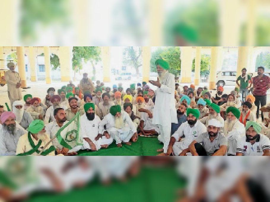 भाकियू (सिद्धूपुर) की बैठक को संबोधित करते राज्य महासचिव काका सिंह। - Dainik Bhaskar