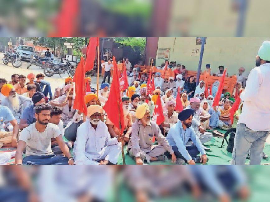 जमीन के संघर्ष में प्रदर्शनकारियों के खिलाफ दर्ज मामले रद्द करने की मांग|भवानीगढ़,Bhawanigarh - Dainik Bhaskar