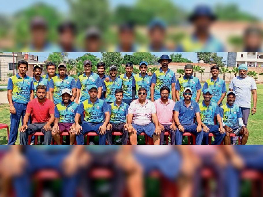 जोतू टीम के खिलाड़ी प्रबंधकों के साथ। - Dainik Bhaskar
