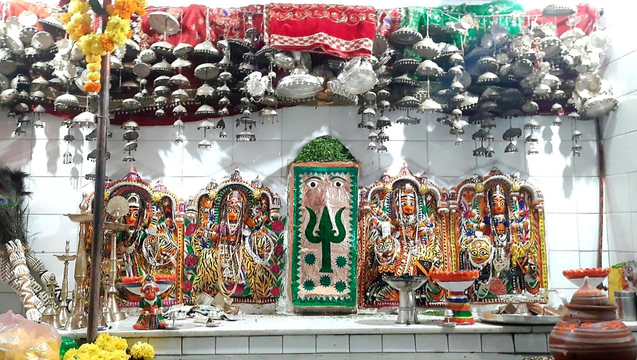 मोलेला में पहाड़ी पर बना खेड़ादेवी माता का मंदिर, दूसरे राज्यों से भी दर्शन के लिए आते हैं भक्त, मन्नत पूरी होने पर चढ़ाते हैं त्रिशूल|राजसमंद,Rajsamand - Dainik Bhaskar