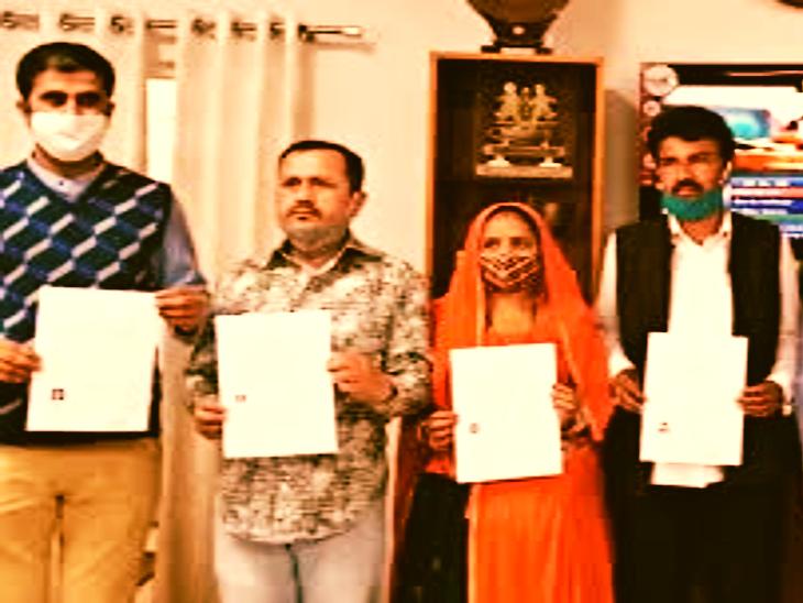 पाक विस्थापितों को नागरिकता प्रमाण पत्र की फाइल फोटो।