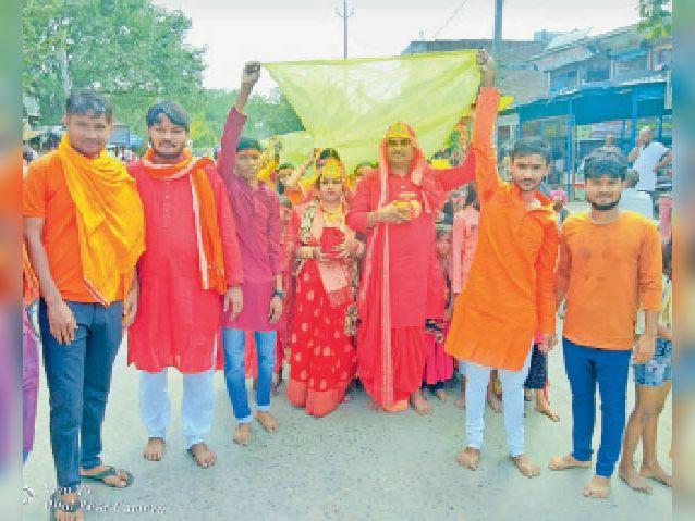 बसंतपुर में कलशयात्रा में शामिल श्रद्धालु।