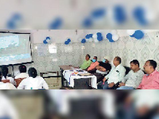 सदर अस्पताल में वर्चुअल लोकार्पण के दौरान मौजूद सीएस व अन्य। - Dainik Bhaskar
