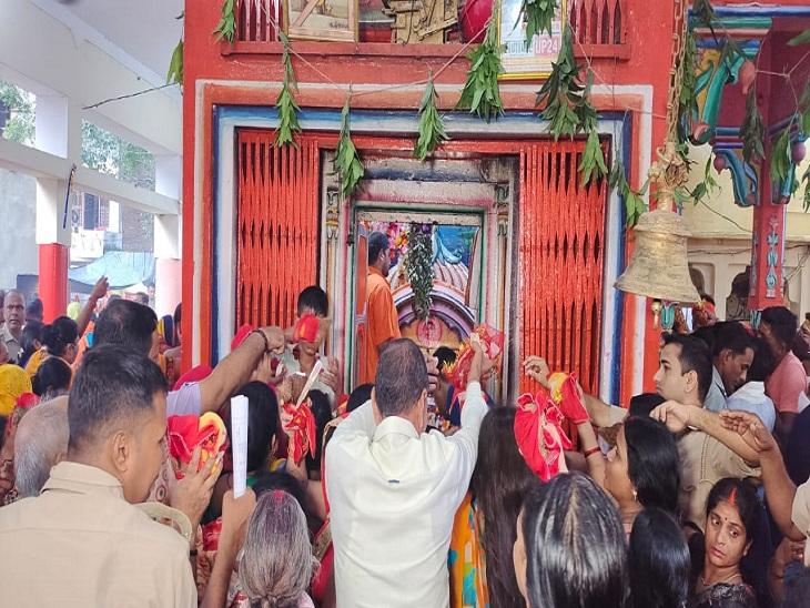 ज्योतिषाचार्य डॉ. गणेश मिश्रा ने बताया कि प्रतिपदा तिथि में घट स्थापना के साथ ही देवी पूजन शुरू होता है। इस बार मां दुर्गा गुरुवार को झूले पर सवार होकर आ रही हैं। देवी दुर्गा का प्रस्थान 15 अक्टूबर को दशमी तिथि पर हाथी पर होगा।