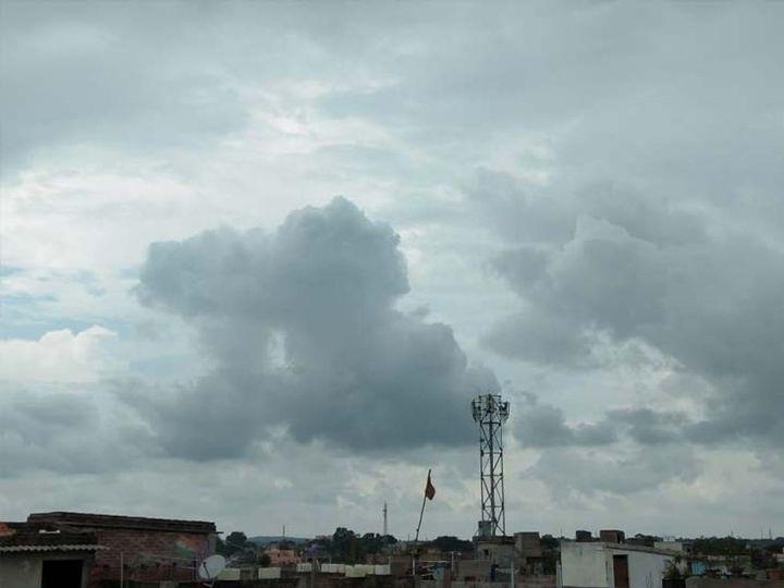 वहीं पिछले 24 घंटों के दौरान राज्य में मानसून की स्थिति बेहद कमजोर रही। राज्य में कहीं-कहीं हल्की बारिश देखने को मिली। (फाइल फोटो) - Dainik Bhaskar