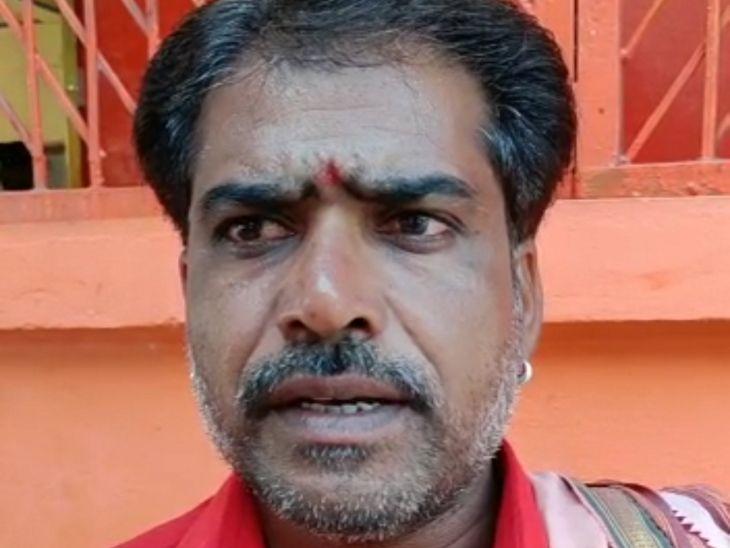 माता के सेवक विष्णु पंडा ने बताया कि 11 पीढ़ी से उनका परिवार माता की सेवा कर रहा है।