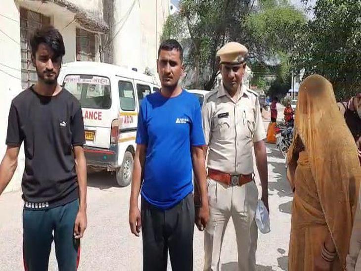 कांस्टेबल की वर्दी फाड़ी, जीप में तोड़फोड़; राजकार्य में बाधा व मारपीट करने के मामले में मां-बाप व बेटा गिरफ्तार|अजमेर,Ajmer - Dainik Bhaskar