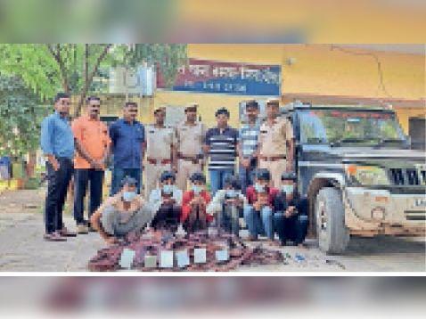 बसवा  पुलिस गिरफ्त में ट्रांसफार्मरों से चोरी करने वाले अपराधी। - Dainik Bhaskar