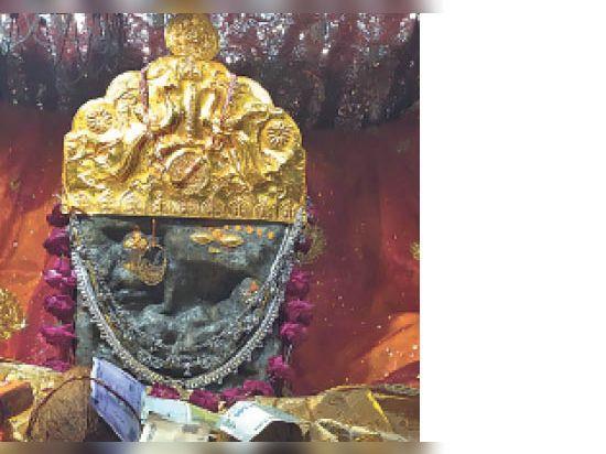 टोडारायसिंह   मां जलदेवी की मूर्ति में सातों बहनों के दर्शन। - Dainik Bhaskar
