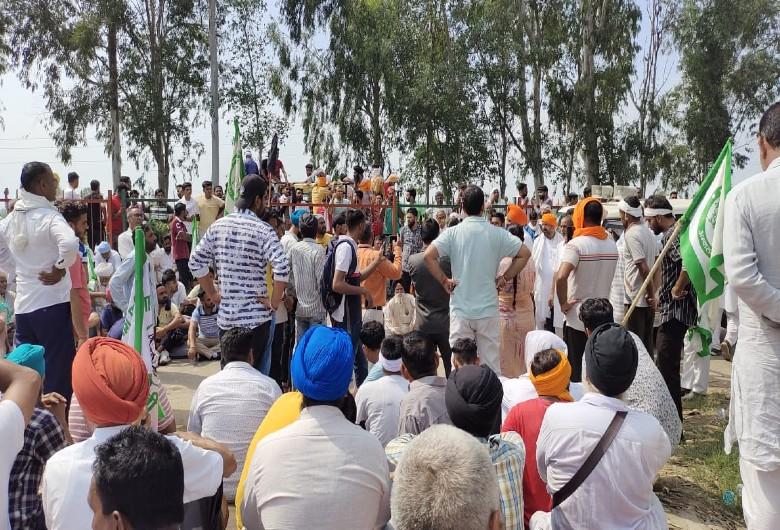 डेढ़ साल में 2 बार किसानों ने तोड़े MP की गाड़ी के शीशे, नायब भी प्रदर्शनकारियों और टिकैत पर कर चुके हैं विवादित टिप्पणी|करनाल,Karnal - Dainik Bhaskar