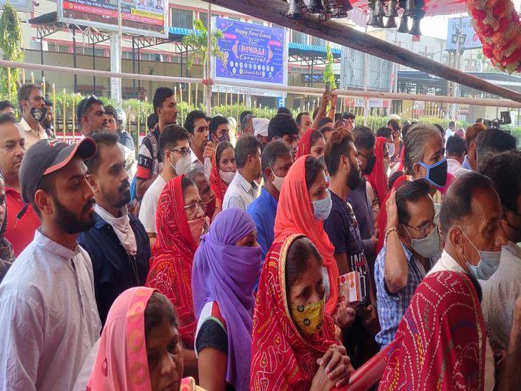 माता मंदिर में भीड़। - Dainik Bhaskar