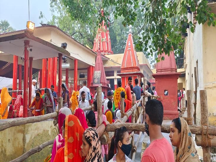 एक बार मां किसी बात से भगवान शिव से नाराज होकर कैलाश से काशी चली आईं। इसके बाद भोलेनाथ उन्हें मनाने आए, तो उन्होंने कहा कि यह स्थान उन्हें बेहद प्रिय लग रहा है और वह यहां से जाना नहीं चाहती हैं। इसके बाद से माता यहीं विराजमान हैं।