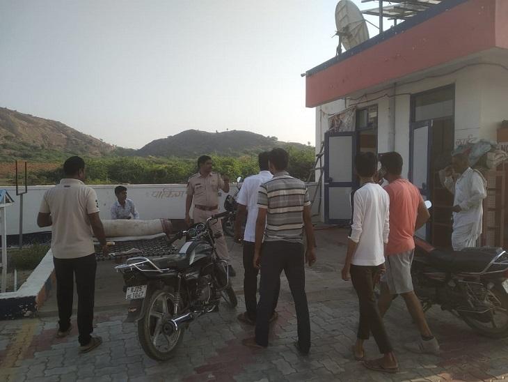 खिड़की की कुंडी तोड़कर घुसा चोर, दराज में रखे 40 हजार रुपए व 2 मोबाइल चुराए, CCTV में कैद हुई करतूत|सवाई माधोपुर,Sawai Madhopur - Dainik Bhaskar