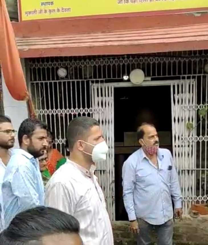 महल कचहरी रोड़ पर बने 6 मकानों को दमीदोज करने पहुंची निगम की टीम को रोका,विधायक के आने का इंतजार|मध्य प्रदेश,Madhya Pradesh - Dainik Bhaskar