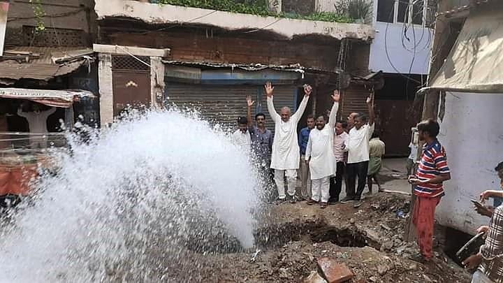 हरबंश मोहाल, हूलागंज समेत 55 हजार आबादी को अब नल से मिलेगा पानी, लोगों की खुशी में विधायक भी झूम उठे, लगाए गंगा मैया के जयकारे|कानपुर,Kanpur - Dainik Bhaskar