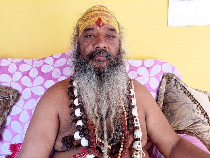 अखिल भारतीय संत संघर्ष समिति के राष्ट्रीय अध्यक्ष व श्री शाकंभरी संस्कृत विद्यालय के अध्यक्ष श्रीमहंत सहजानंद ब्रह्मचारी।