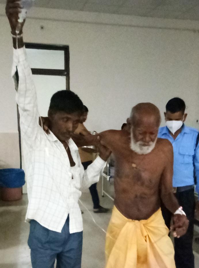अस्पताल में बाबा को भर्ती कराया गया।