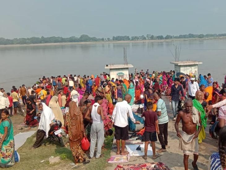 बक्सर की रामरेखा व चौसा महदेवा घाट पर लगा हजारों श्रद्धालुओं का तांता, डीजे बजा समितियों ने निकाली कलश यात्रा|बिहार,Bihar - Dainik Bhaskar