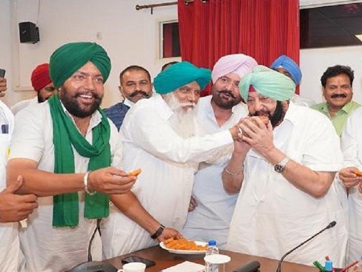 अमरिंदर ने CM रहते गन्ने की कीमतें बढ़ाईं तो किसान नेताओं ने उनका मुंह मीठा कराया था।