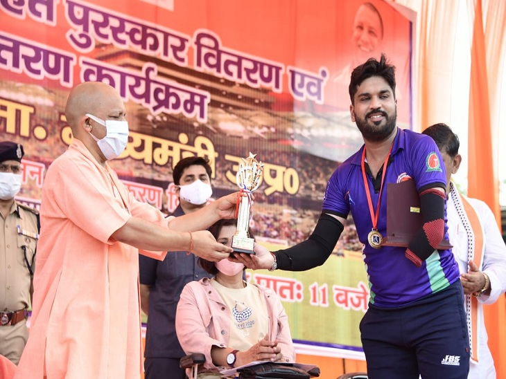 वाराणसी में T-20 दिव्यांग क्रिकेट खिलाड़ियों को किया पुरस्कृत, बोले- हर कदम पर साथ है सरकार|वाराणसी,Varanasi - Dainik Bhaskar