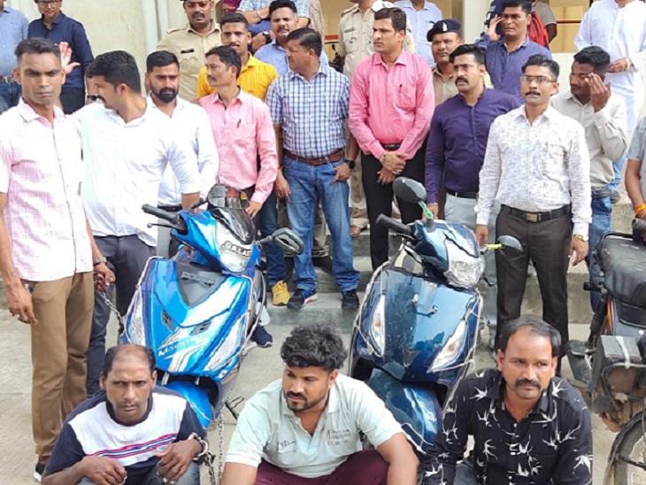 धमतरी में हुई चोरी मामले में पुलिस ने मुख्य आरोपी की पत्नी, मामा, जीजा और दोस्त को गिरफ्तार किया है। - Dainik Bhaskar