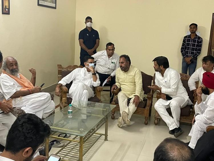 सचिन पायलट और प्रमोद कृष्णम को लखीमपुर खीरी नहीं जाने दिया, दिल्ली-यूपी बॉर्डर ले जाकर छोड़ा|राजस्थान,Rajasthan - Dainik Bhaskar