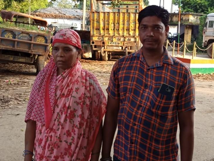 झपटा मार कर बदमाशों ने टोटो सवार महिला का बैग छीना, सड़क पर गिरी महिला, बैग लेकर फरार हो गए बदमाश|बिहार,Bihar - Dainik Bhaskar