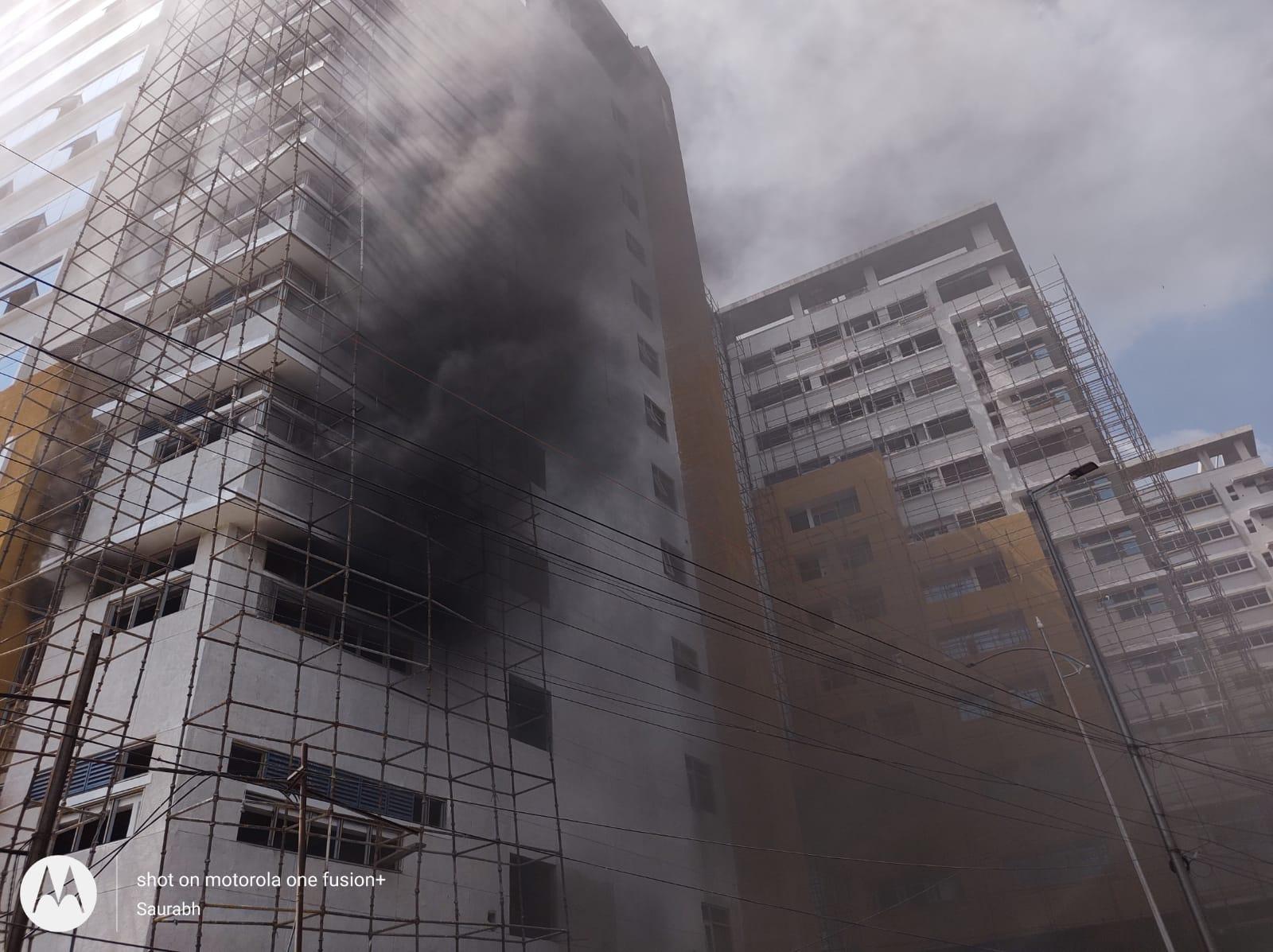 फायर ब्रिगेड की पांच गाड़ियों ने आग पर काबू पाया।