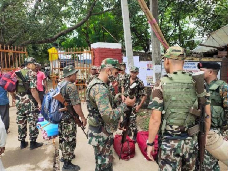 नक्सल प्रभावित इलाकों में है 445 मतदान केंद्र, 35616 पुलिस अफसर और जवान संभालेंगे मोर्चा|पटना,Patna - Dainik Bhaskar