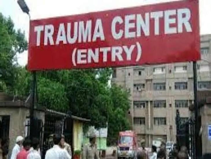 बाराबंकी के दुर्घटना में घायलों का इलाज KGMU के ट्रॉमा सेंटर में किया जा रहा है - Dainik Bhaskar