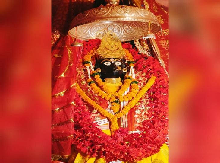 नवरात्र के पहले दिन माता का श्रृंगार किया गया। - Dainik Bhaskar
