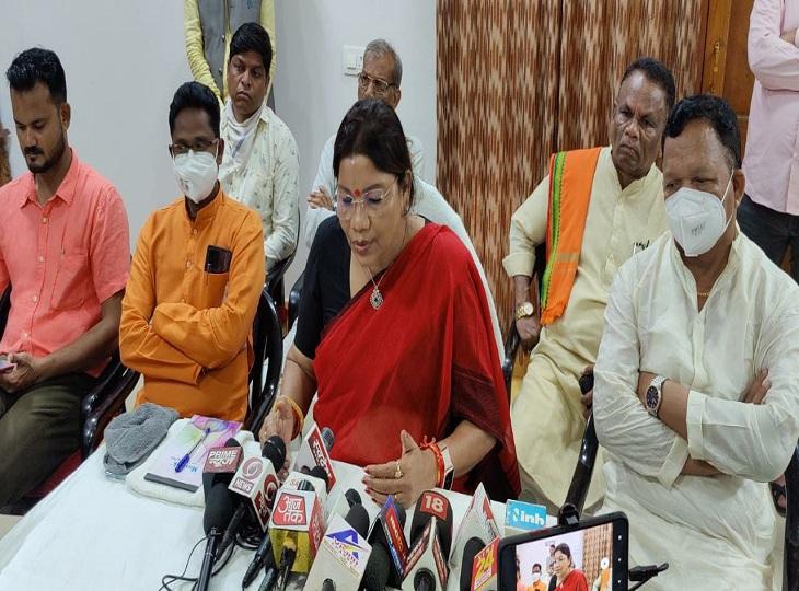 केंद्रीय जनजाति विकास राज्य मंत्री ने कांग्रेस को घेरा, रेणुका सिंह ने कहा- भूपेश बघेल सिलगेर में मारे गए आदिवासियों के परिवार को भी 50 लाख दें|जगदलपुर,Jagdalpur - Dainik Bhaskar