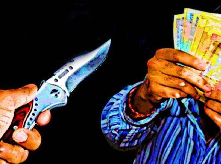 जबरन कार में बैठा गले पर लगाया चाकू और जेब से निकाल लिए तीस हजार रुपए|जोधपुर,Jodhpur - Dainik Bhaskar