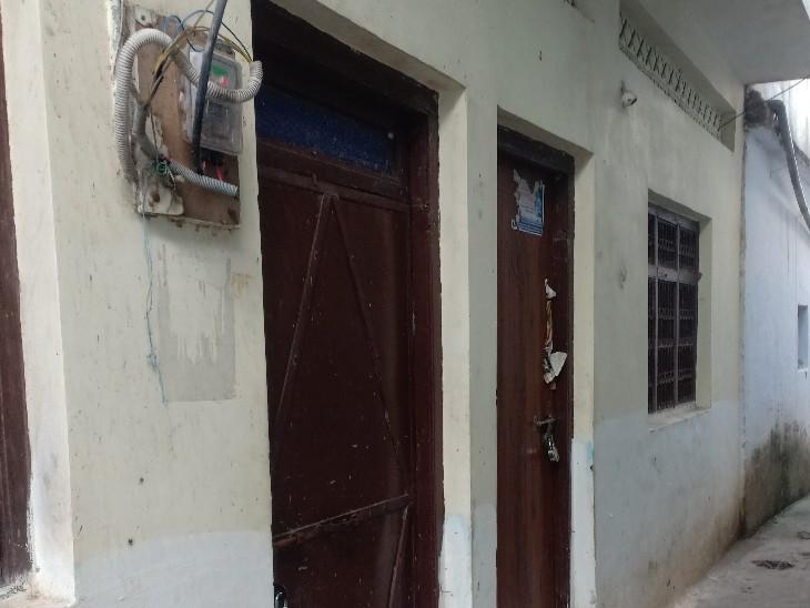 मुनमुन धामीचा के मकान का दरवाजा तोड़ने की कोशिश हुई।
