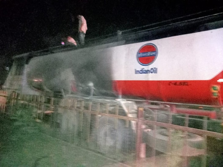 तेल के टैंकर में लगी आग। - Dainik Bhaskar