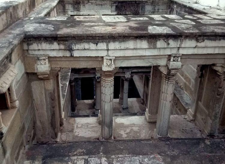 नाडोल में आशापुरा मंदिर में स्थित प्राचीन बावड़ी। जिसका जल आज भी उपयोग में आता हैं।