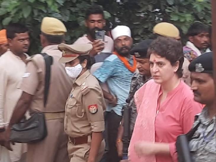 प्रियंका गांधी करीब 40 मिनट बाद यहां से मृतक किसान दलजीत के घर के लिए रवाना हो गईं।