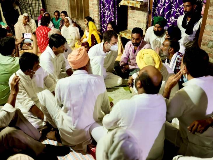 राहुल गांधी और प्रियंका ने मंगलवार को लखीमपुर में तीन मृतक किसानों के परिवारों से मुलाकात की।