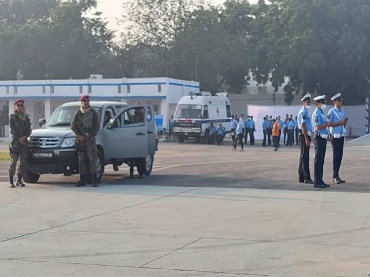 हिंडन एयरबेस पर स्थापना दिवस के मद्देनजर तैनात स्पेशल कमांडो।