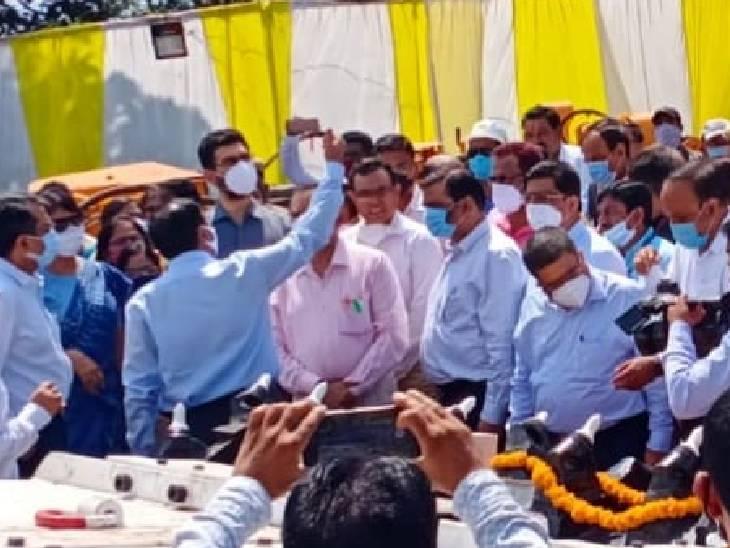 बैतूलमें विधायक ने किया बहिष्कार, भाजपाइयों ने जलाया पुतला|बैतूल,Betul - Dainik Bhaskar