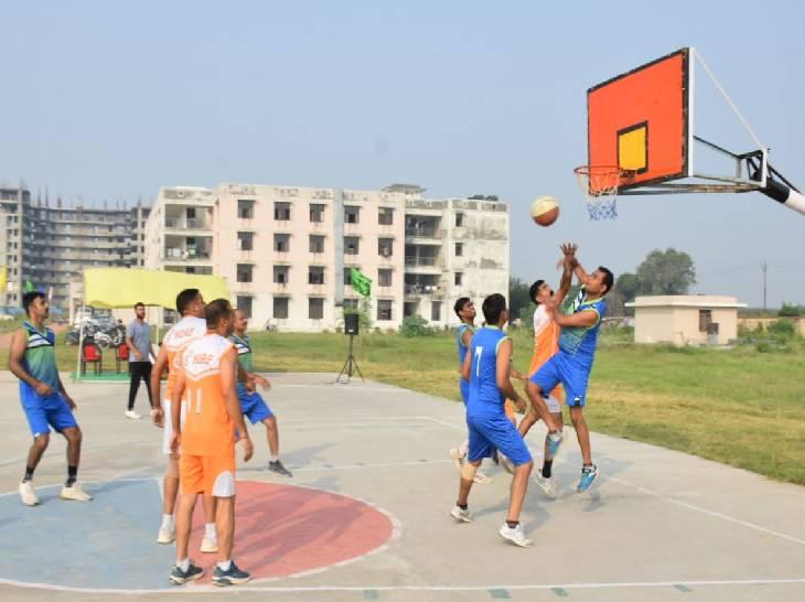 एनडीआरएफ बटालियन गाजियाबाद में चल रही खेल प्रतियोगिताओं के दूसरे दिन बास्केटबॉल के मैच खेले गए। - Dainik Bhaskar